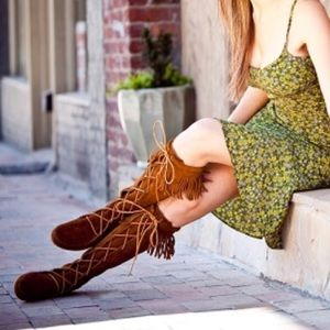 Minnetonka Tall Suede Moccasin Fringe Boots 7 1422